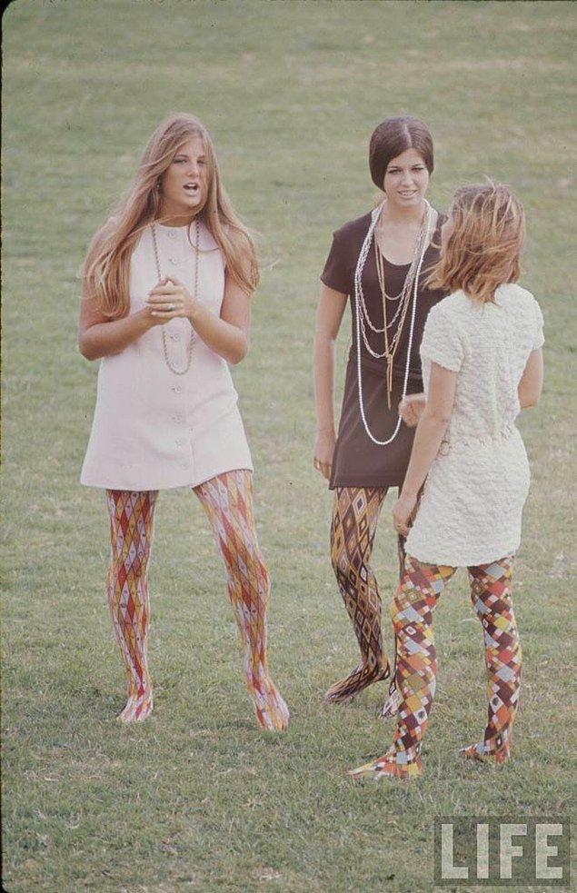 14. Life Magazine'de boy gösteren liseli genç kızlar.