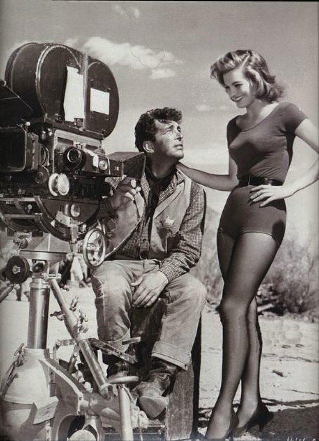 15. Dean Martin ve Angie Dickinson, Rio Bravo setinde, 1959.