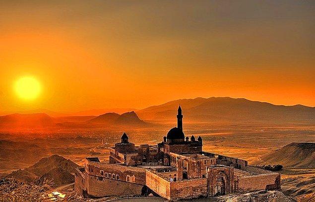 6. İshak Paşa Sarayı