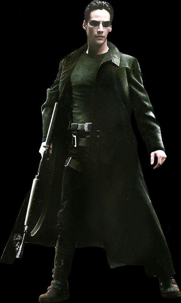 3. Filmden sonra dünyayı kasıp kavuran Matrix'in deri kostümleri aslında bütçe kısıtlı olduğundan en dandik malzemelerden üretilmiş. Mesela Trinity'nin kıyafetleri bildiğin pvc'den yapılmış.