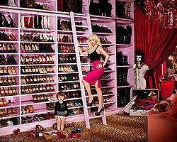 """Kadınların """"Hiç Doğru Düzgün Ayakkabım Yok"""" Demesinin Altında Yatan 11 Neden"""