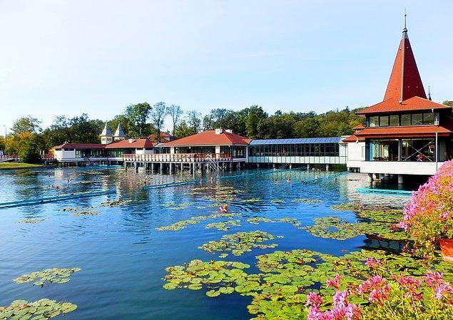 Hévíz Gölü Dünya'nın en büyük 2. termal gölüdür