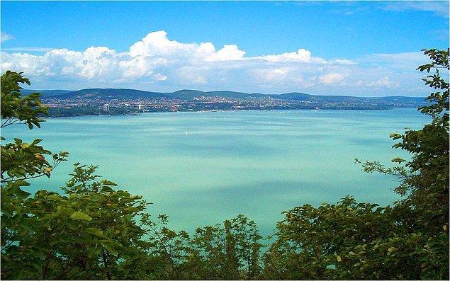 Balaton Gölü Orta Avrupa'daki en büyük göldür.