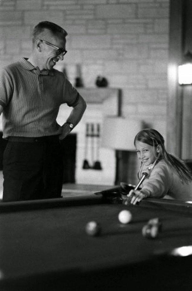 2- Karikatürist Charles M. Schulz ve kızı Jill, 1967.