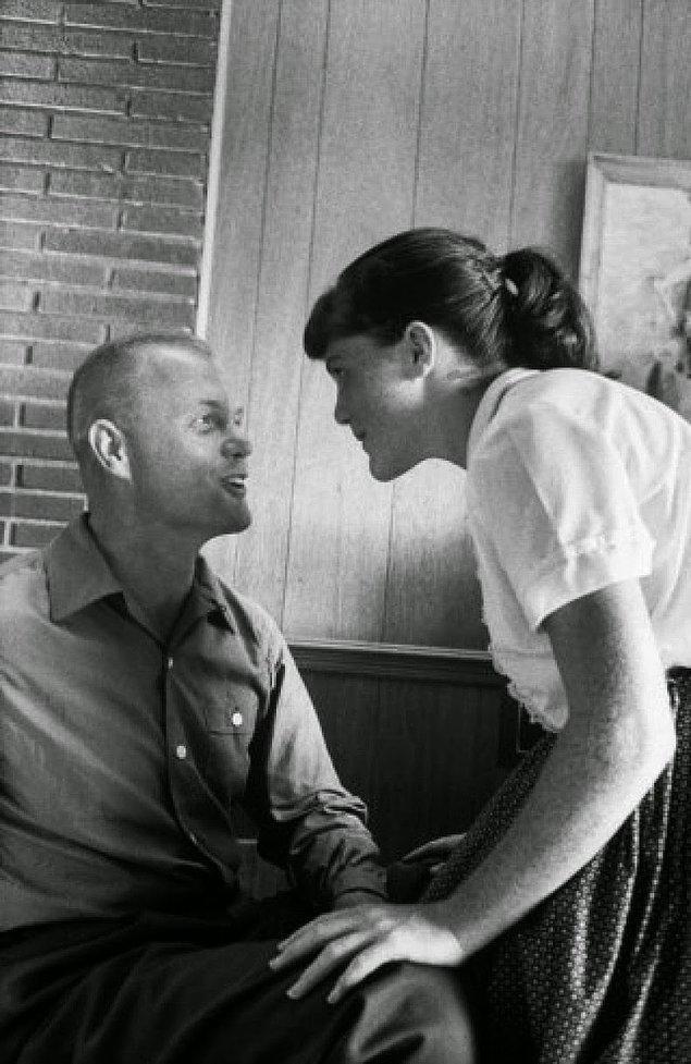 10- Senatör ve Astronot John Glenn ve kızı Lyn, 1959.