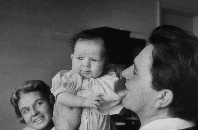 13- İngiliz aktör Richard Burton ve kızı Kate, 1957.