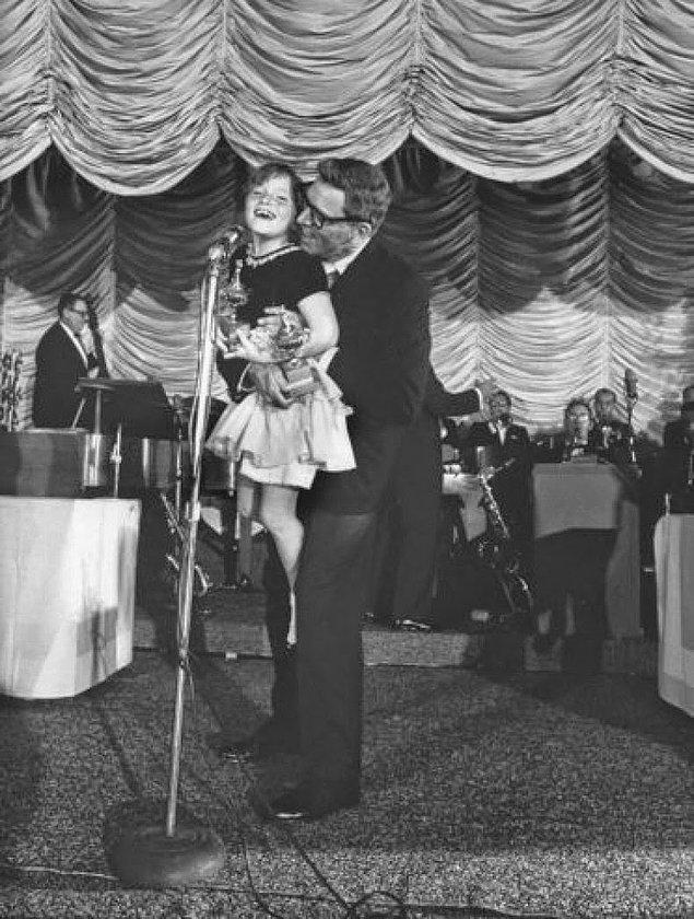 18- Aktör Burt Lancaster ve kızı Sighle , 1961.