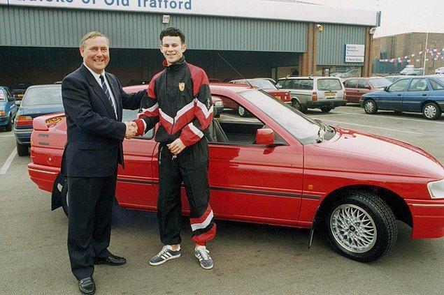 1. Ryan Giggs'e ilk arabası, Ford Escort hediye edilirken.