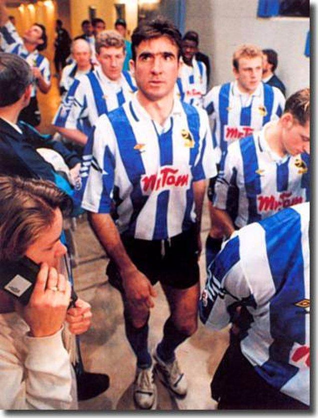 4. Eric Cantona 1992'de Sheffield Wednesday'in deneme maçına çıkarken
