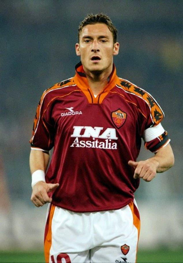 5. Francesco Totti 23 yaşındayken, 7 sene öncesi gibi gelse de sene 1999