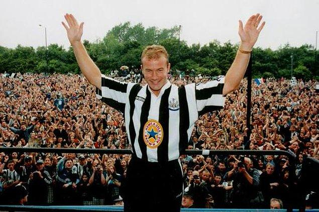 9. Alan Shearer, efsanesi olacağı Newcastle'a rekor ücretle transfer olurken