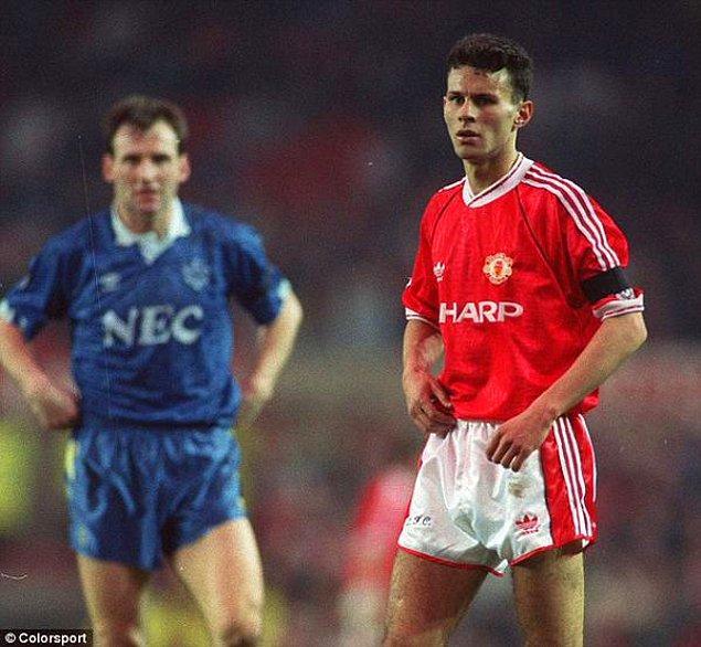 10. 17 yaşındaki Ryan Giggs, Manchester United formasıyla çıktığı ilk resmi maç, 1990