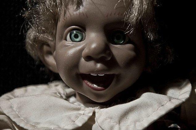 5- Şu bebeğe bakın. Boş bakışları sonsuza kadar üzerinizde kalacak gibi...