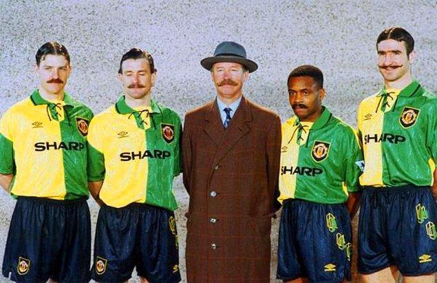 20. Manchester United'ın deplasman forması tanıtımı. Cantona'ya bıyık yakışmış