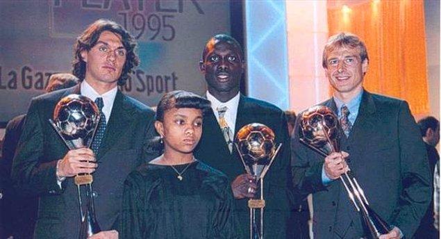 23. Yılın Futbolcusu seçilen ilk Afrikalı George Weah, sağında ikinci olan Paolo Maldini, solunda üçüncü olan Jurgen Klinsmann, 1995