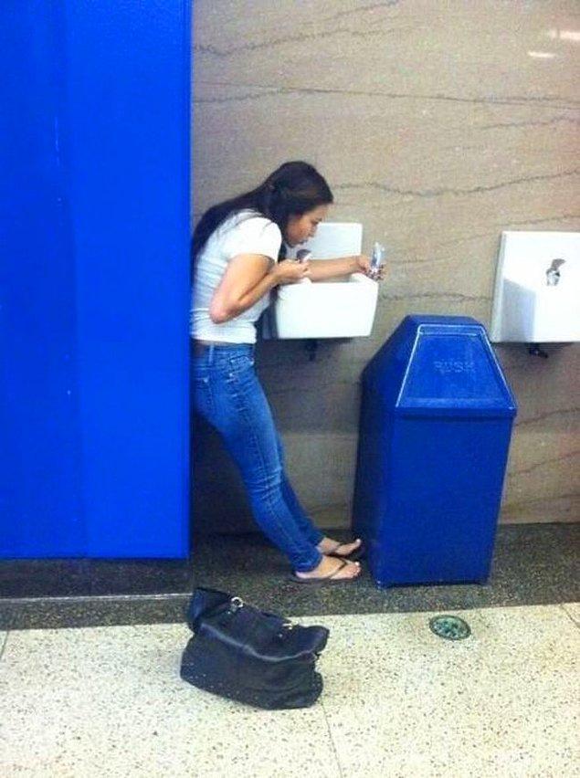 """11. """"Tuvalette dondurma yiyorum hihihih"""""""