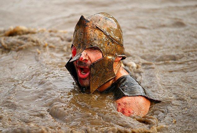 9. ''Sezar'ın askerleriyiz'' diye bağıran bir yarışmacı.