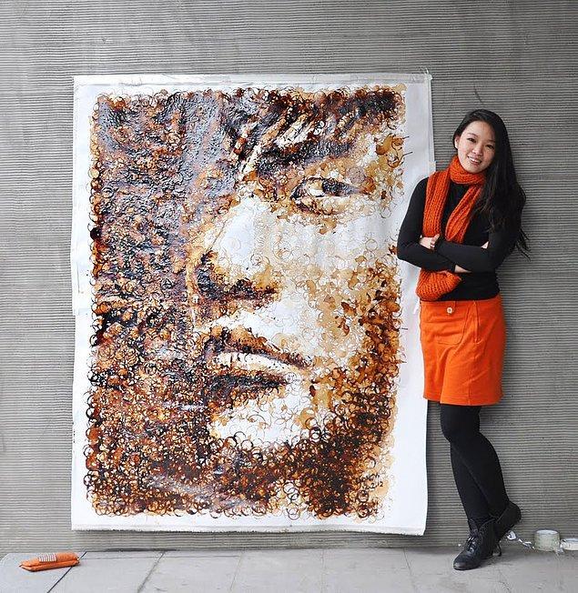 Kahve fincanının zeminde bıraktığı halka iziyle yapılmış Tayvanlı şarkıcı Jay Chou
