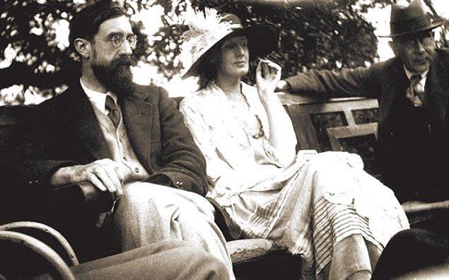 12. Woolf zorla evlendirilmeye karşı çıkınca evinde dövülen kadınların, edebiyat eserlerinde baş tacı edilmesi gerçeğine şu satırlarıyla isyan ediyor: