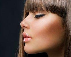 4.Burnunuzun uç kısmına beyaz kalem sürerseniz burnunuz olduğundan daha kalkık gösterecektir.