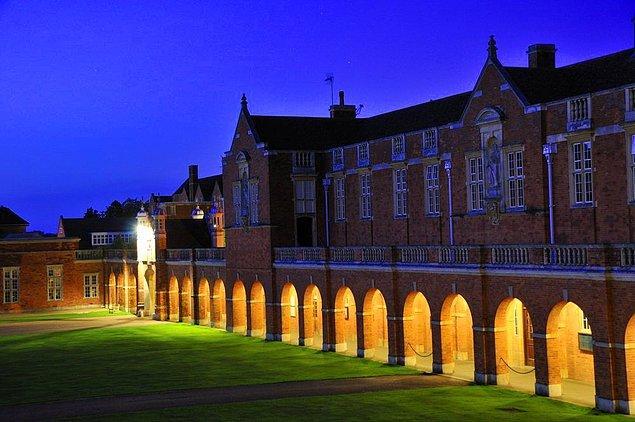 Christ's Hospital da Hogwarts gibi ücretsiz bir okul, öğrenciler isterse bağış yapıyor.