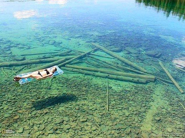 35. Flathead Gölü'ndeki su o kadar berrak ki, size su yokmuş gibi geliyor. 112 metre derinliğe sahip olduğuna inanabiliyor musunuz?