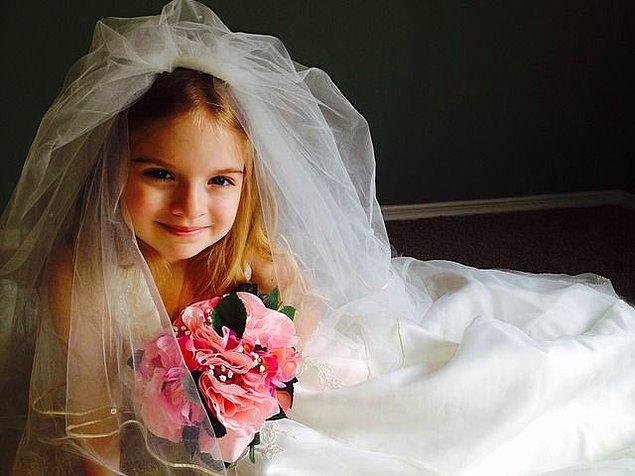 7. Küçükken hiç kendi düğününün resmini çizdin mi?