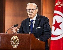 Tunus Cumhurbaşkanı Sibsi: Bardo Müzesi Saldırganlarından Biri Kaçtı