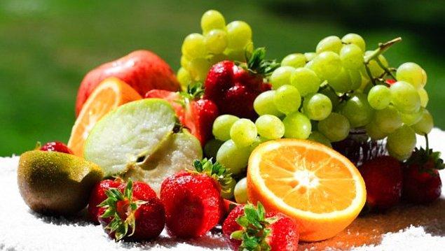 5. Kahvaltıdan sonra biraz meyve yemeyi ihmal etmeyin. Kendinize gelmek ve güne şahlanmak istiyorsanız meyvenin çok faydası olacaktır.