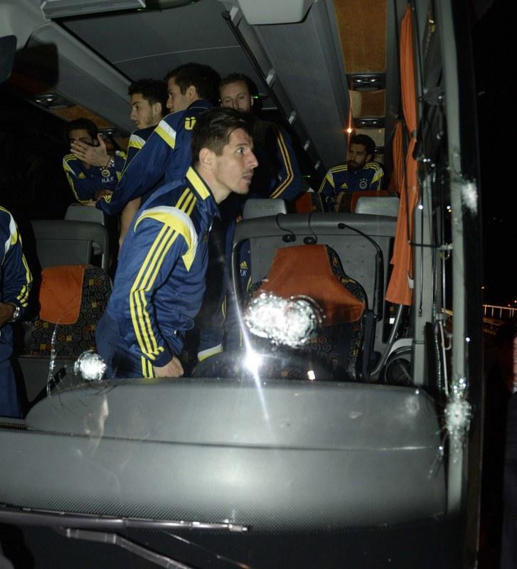 Trabzonspor Yöneticisi Aslandan Fenerbahçe otobüsüne saldırı açıklaması