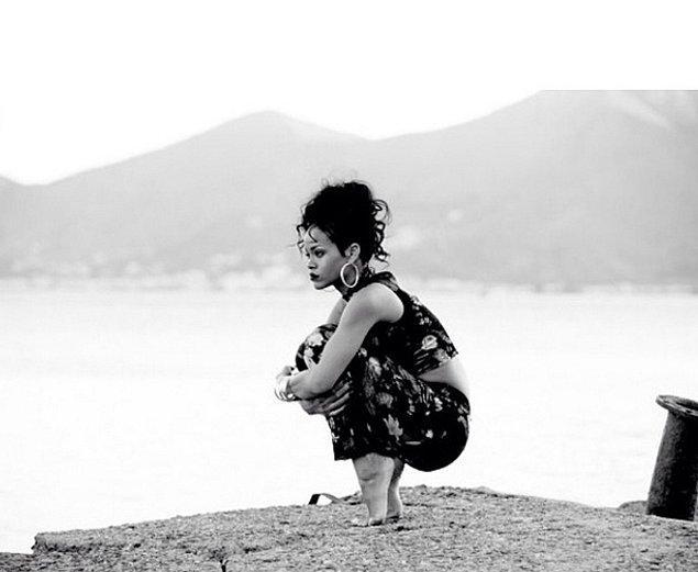 19. Tarlası yanmış çiftçi oturuşuyla Rihanna