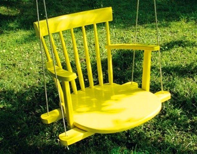 2. Eskimiş sandalyenizi salıncağa dönüştürün