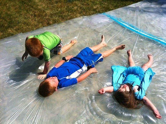 5. Çocuklar için dev bir su yatağı yapın