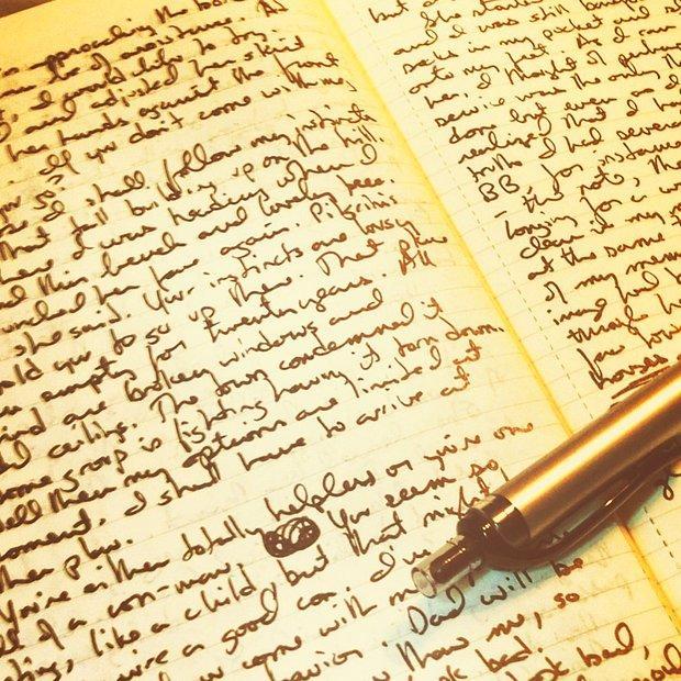 Boşluk bırakmam her yere yazarım