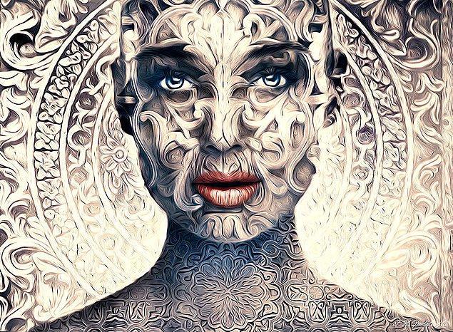 7. Desen Yüzlü Kadın