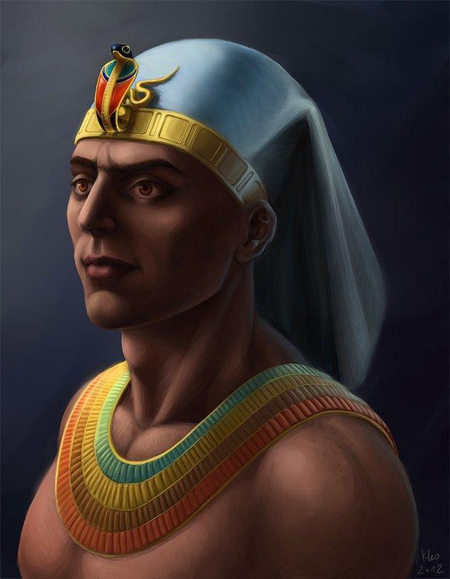 8. Tutankhaton'un hükümranlığı 9 yıl sürmüş ve bu dönemde Tutankhaton, Başveziri Horemheb tarafından, yaşının da verdiği dezavantaj yüzünden kullanılmıştır. Yönetim kısmındaki bu zaafiyete rağmen Mısır halkı refah içinde yaşamıştır.
