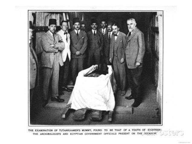 10. Firavun Tutankhaton'un öldürüldüğünü iddia eden uzmanlar, Tutankhaton'un mezarının oldukça özensiz bir biçimde hazırlanmasını, bu iddialarına kanıt olarak öne sürmektedir.