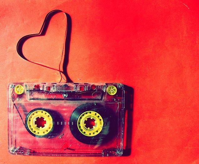 """Bir şarkının """"en sevdiğiniz şarkı"""" olmasının sebebi, onu hayatınızdaki """"duygusal bir an"""" ile eşleştirmenizden ileri geliyor."""