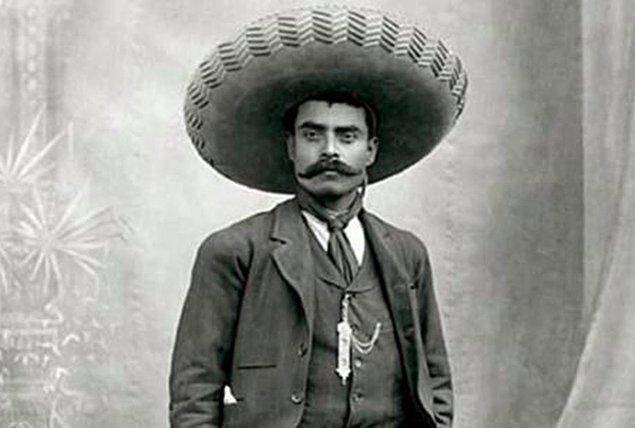 1. Tam adı; Emiliano Zapata Salazar, 8 Ağustos 1879 tarihinde Gabriel Zapata ve Cleofas Salazar'ın on çocuğundan dokuzuncusu olarak, Anenecuicil köyünde dünyaya geldi.