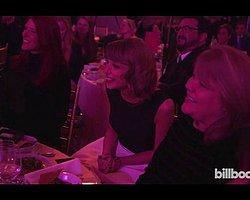 Dünyaca Ünlü Şarkıcı Taylor Swift'in Annesi Kanser!