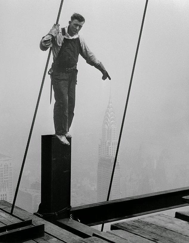 Keops piramidi 100 bin kişi çalıştırılarak 20 yılda, Ayasofya 1000 kişi çalıştırılarak 5 yılda bitirilmiştir. Empire State Building'in inşaatı ise sadece 18 ayda bitirilmiş.