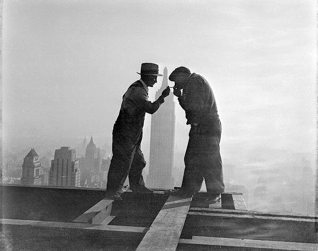 Fakat bunun yanı sıra; bu zamana kadar Empire State binasının seyir kısmı, demir korkuluklara rağmen 35 kişinin atlayarak intihar etmesine tanıklık etmiş.