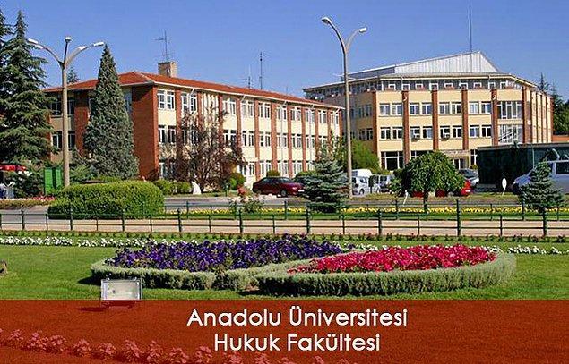 En iyi kampüsü olan devlet üniversitesi Hukuk Fakültesi