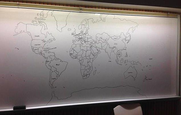 11 yaşındaki bu dahi, hiçbir kitaba, haritaya bakmadan, tamamen zihninden detaylı bir Dünya haritası çiziyor.
