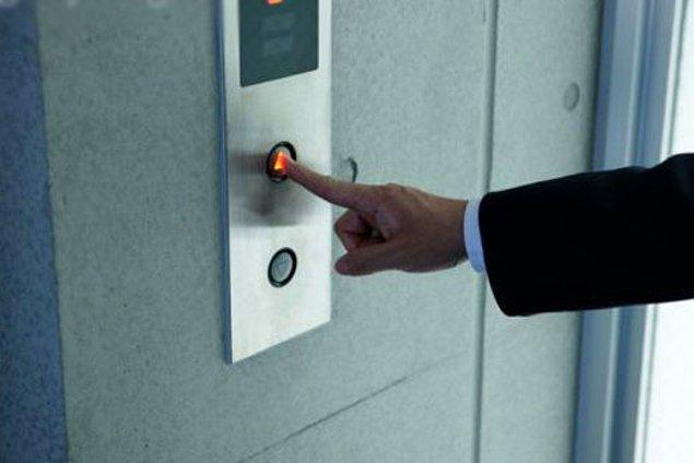 9. Düğmeye 8 kere basınca asansör daha hızlı gelmeyecek