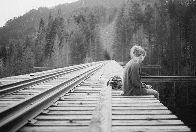 """5. Hayatta ulaşmaya çalıştığımız hedeflerin arasında """"basit ve güçlü bir sevgi"""" yok."""