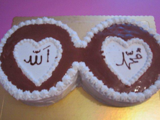 6. Pastahaneden Allah-Muhammed(sav) yazılı pasta