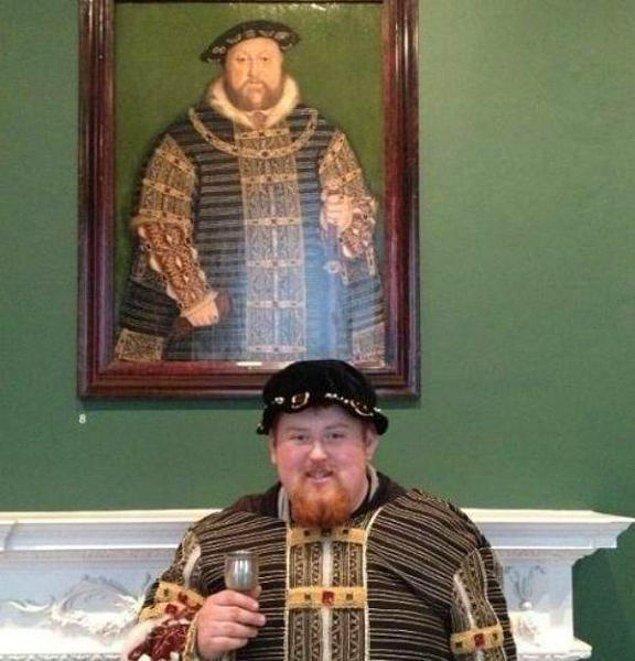 18. Karşınızda VIII. Henry... Arkadaki de onun tablosu.