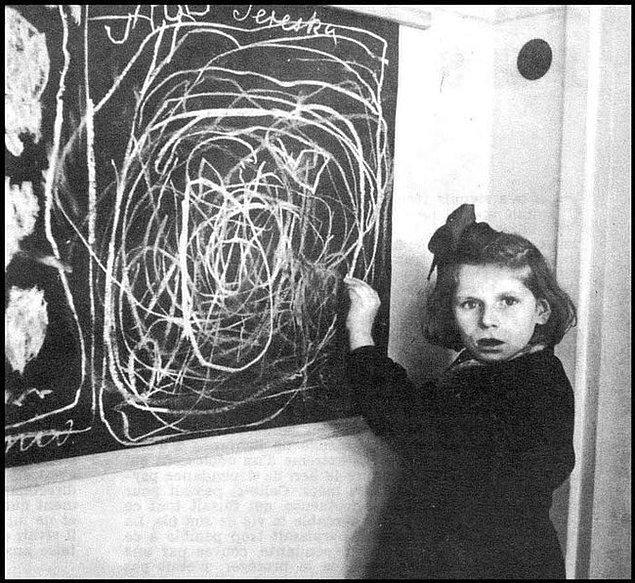 3. Toplama kampında büyümüş bir Polonyalı küçük kız ''Ev''in neye benzediğini çizerken.