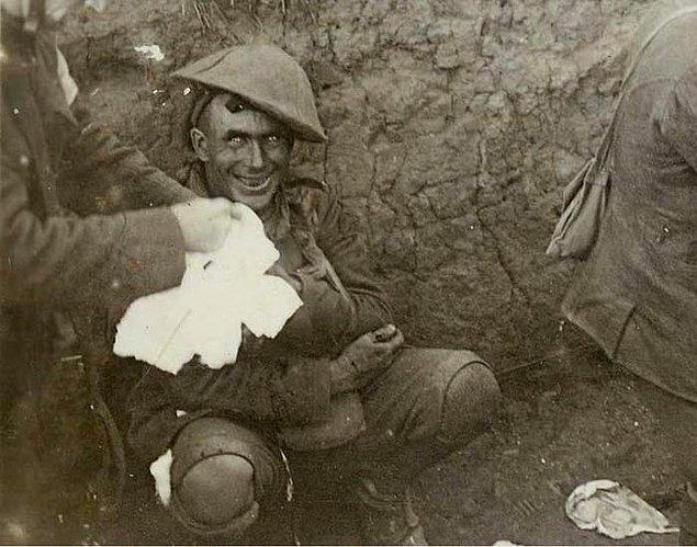 6. Birinci Dünya Savaşı sırasında Fransız siperlerinde savaş travması yaşayan bir asker.